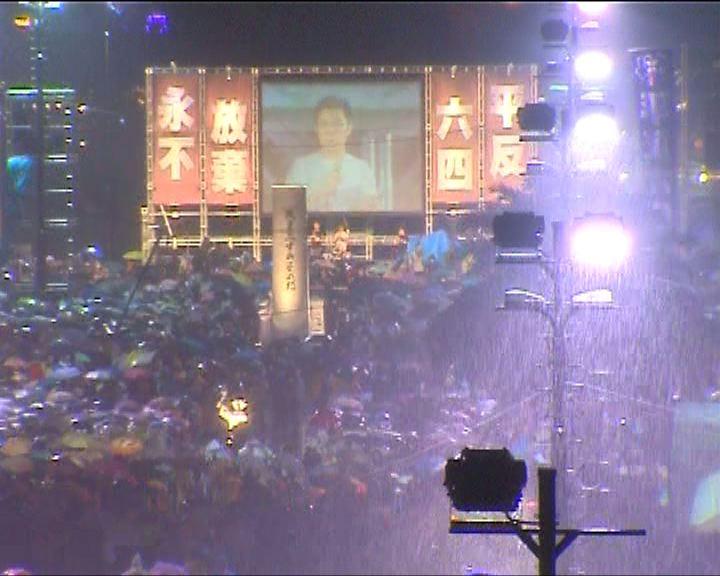 15萬人冒雨參加燭光集會