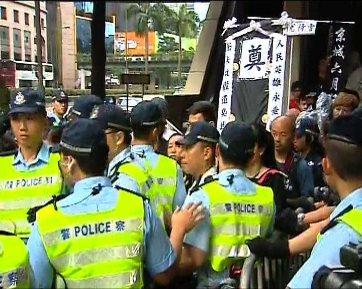 社民連趁升旗禮示威