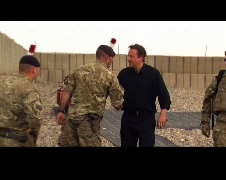 卡梅倫突訪阿富汗明年撤英軍
