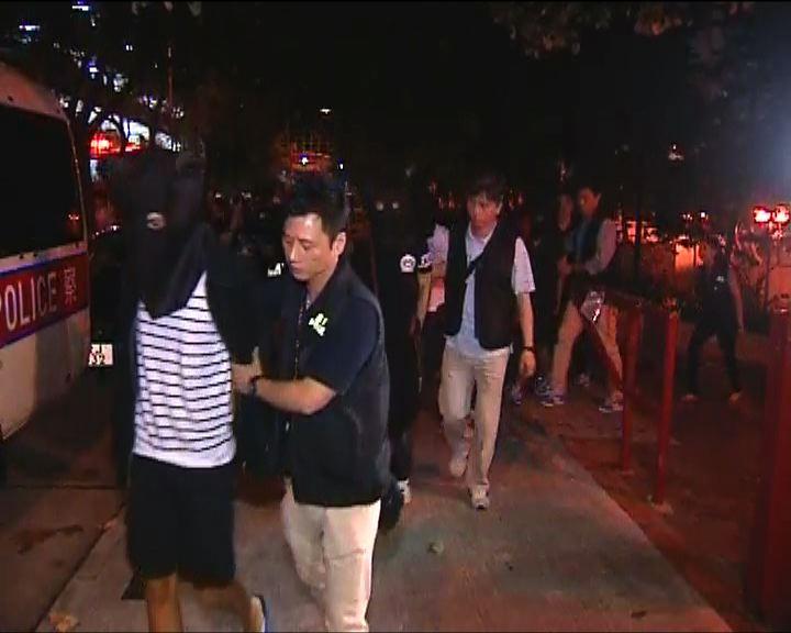 警方橫頭磡邨拘捕五名男子