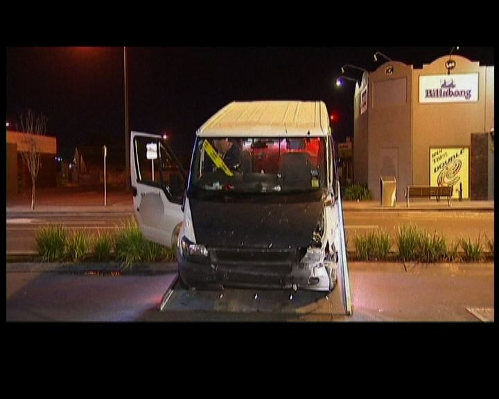 澳洲客貨車撞餐館顧客輕傷