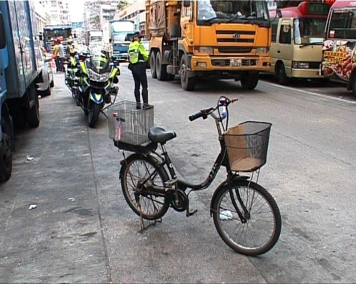 男子涉非法駕駛電動單車被捕