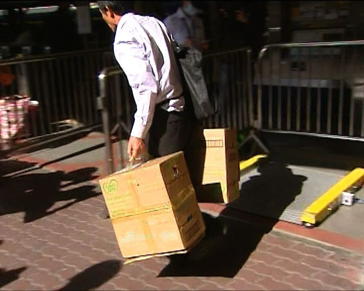 陳竺:搶購香港奶粉乃短暫問題