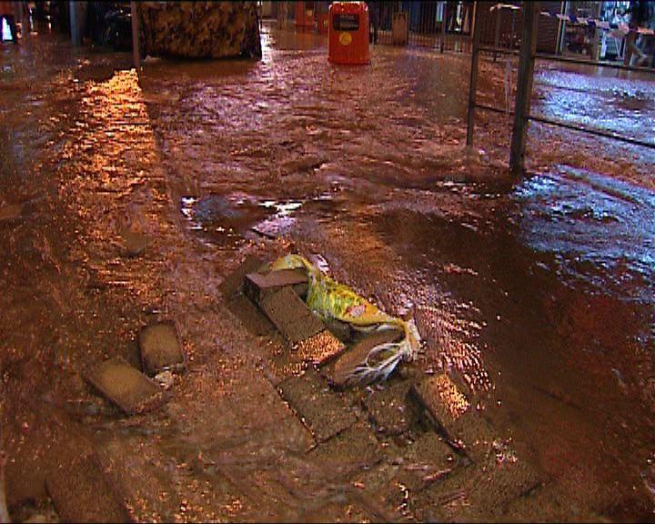 灣仔有地下鹹水管爆裂
