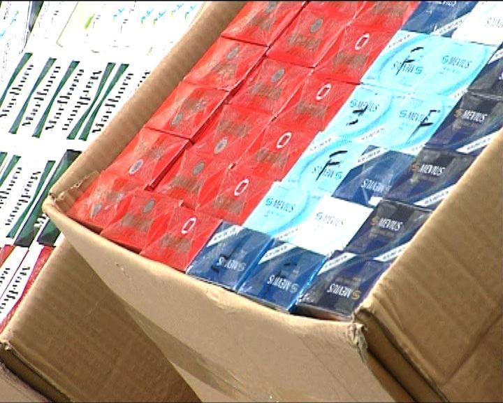 海關貨櫃內破獲八十八箱走私煙