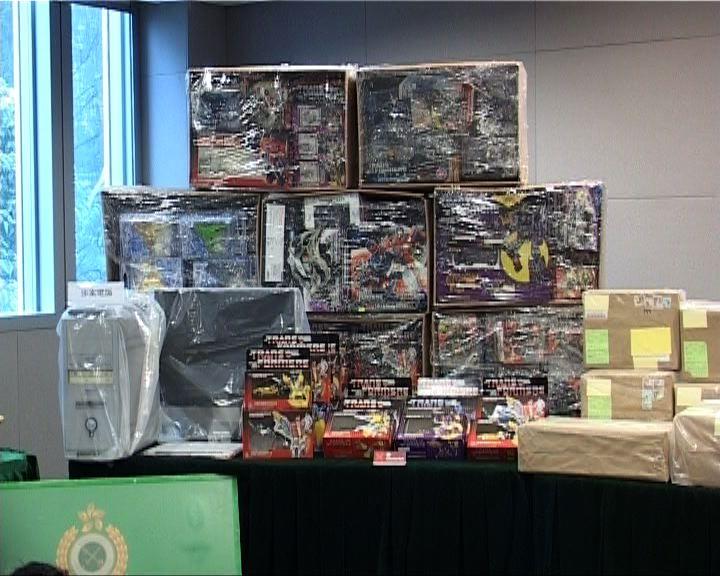 一對男女涉網上售冒牌玩具被捕