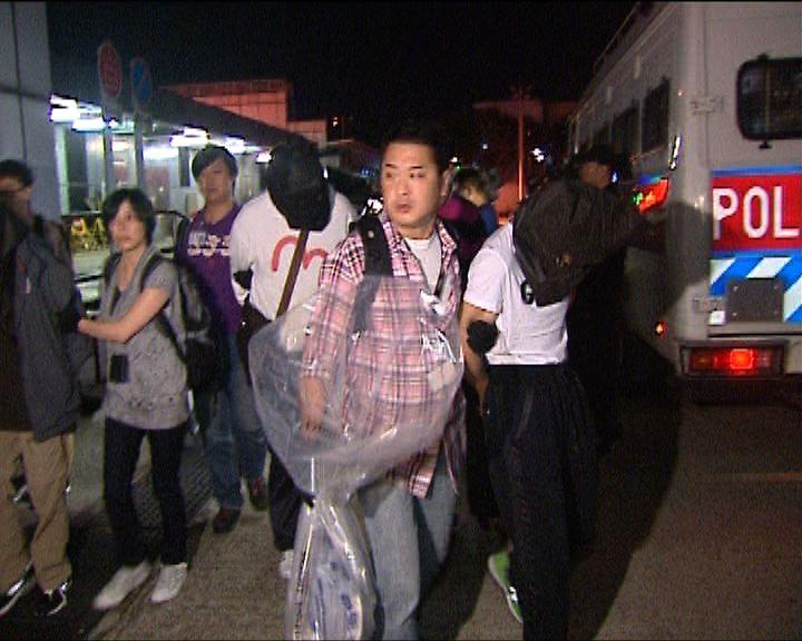 警方機場拘四人販逾四百萬冰毒