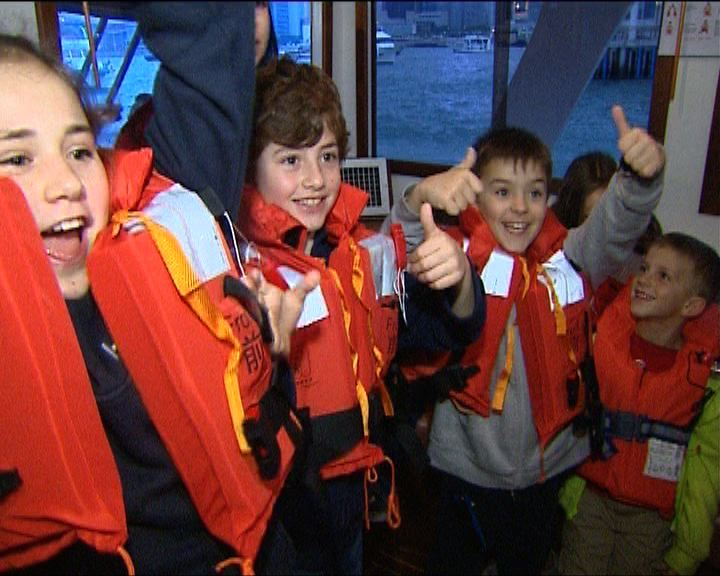 12歲以下小童上船穿救生衣