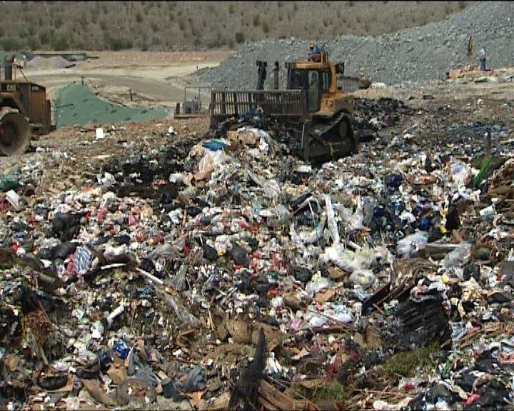 業界:每年30萬噸洋垃圾堆填
