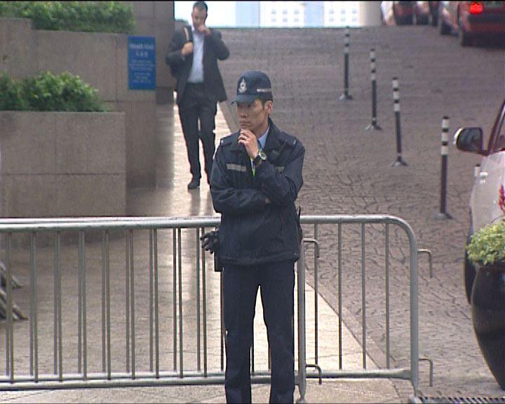 李飛入住酒店外警方加強保安