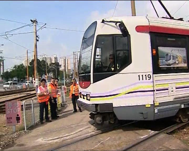 港鐵行政總裁視察輕鐵出軌路段