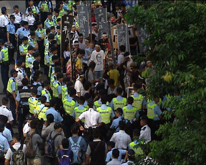 國慶示威者一度與警僵持近四小時