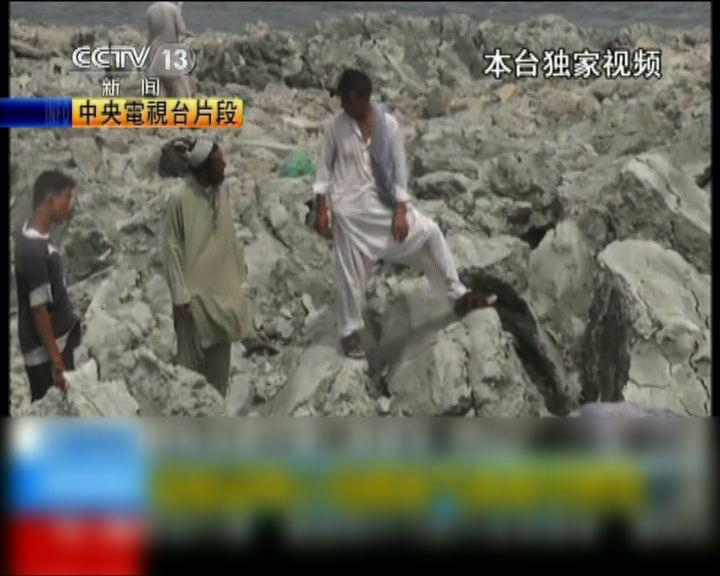 央視記者到巴國地震島視察