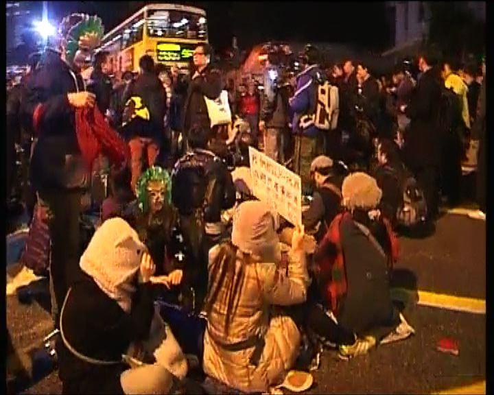 大批示威者一度霸佔皇后大道中