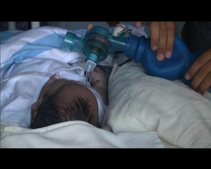 災區醫院缺物資女嬰生命垂危
