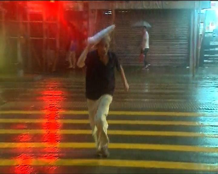 黑色暴雨警告生效近六小時有多宗水浸