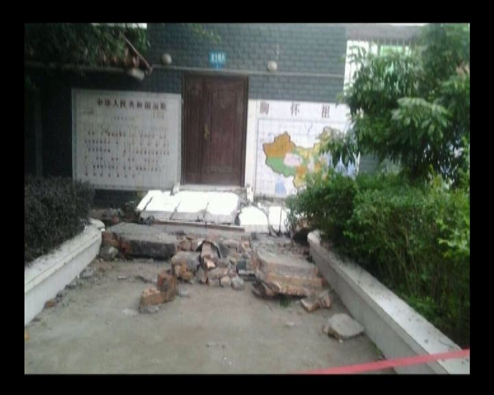 四川學校外牆倒塌三學生壓死