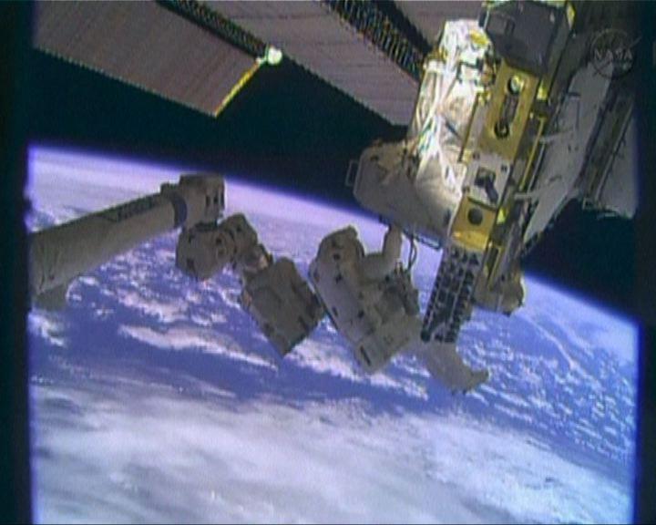 太空人更換太空站冷卻系統氣泵