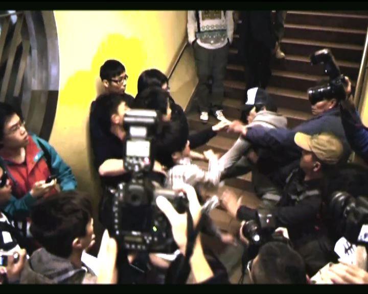 上水站網民示威與水貨客推撞