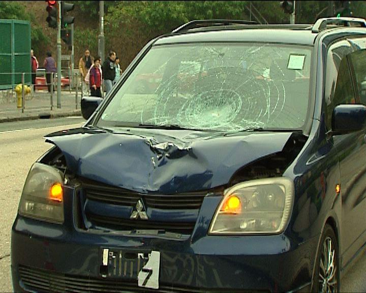 觀塘私家車撞死過馬路老翁