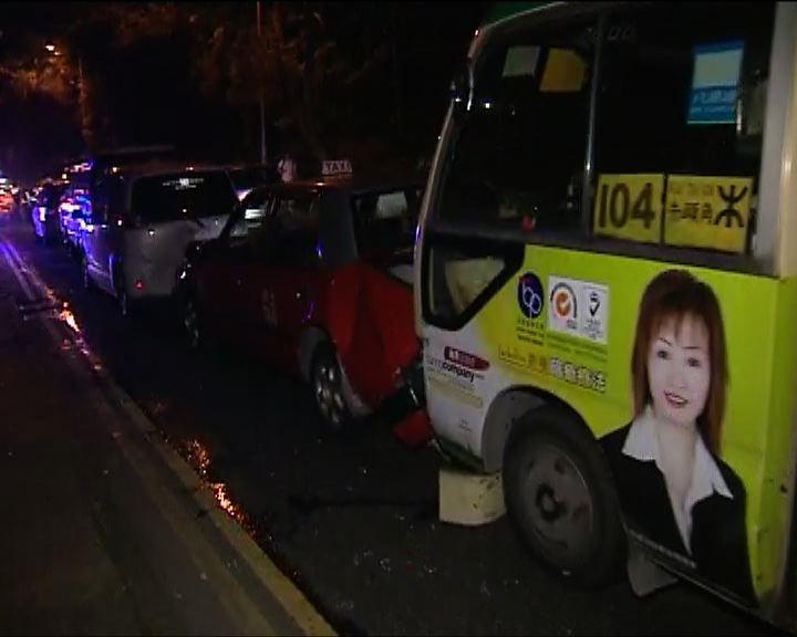 西貢六車相撞十四人受傷