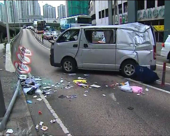 荃灣客貨車私家車相撞一死五傷