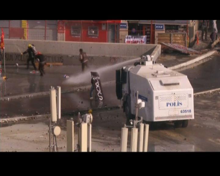 土耳其警方武力驅散反政府示威者