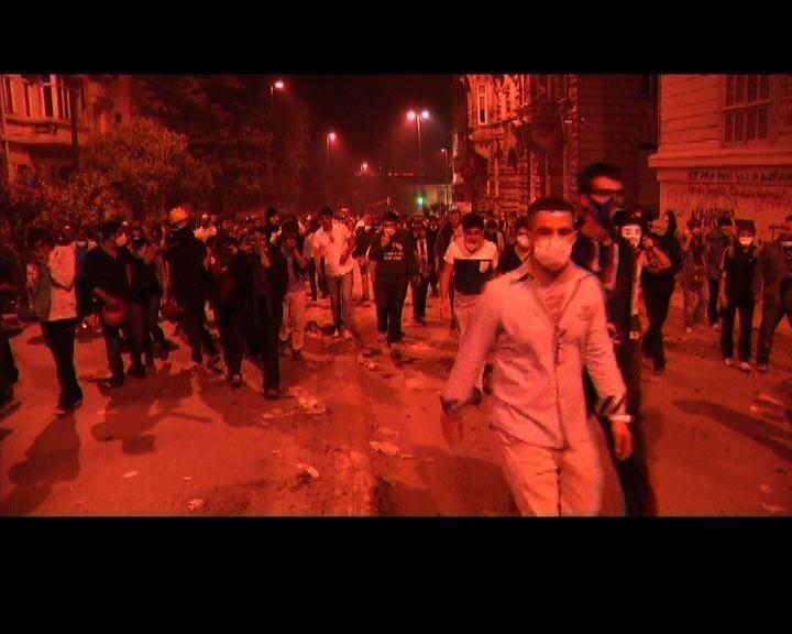 土耳其示威者將與副總理會面