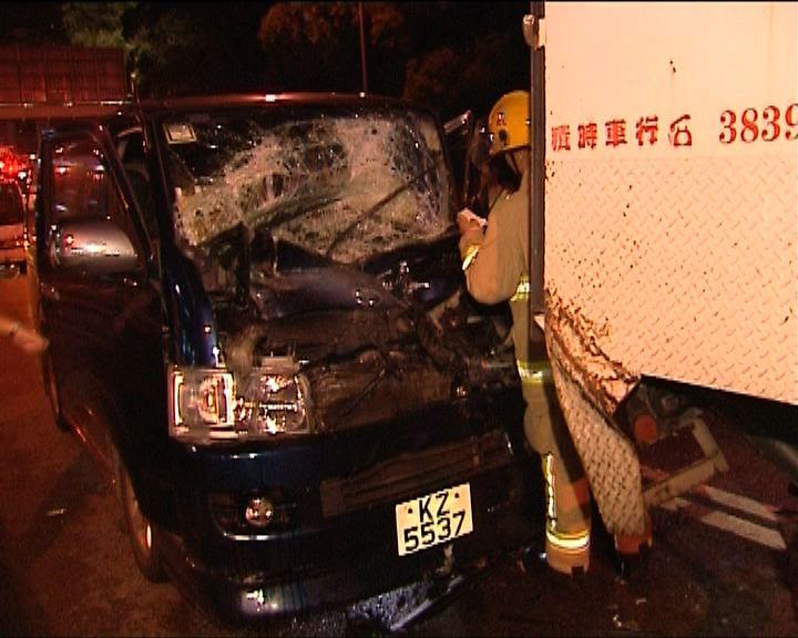 荃灣三車相撞兩人傷