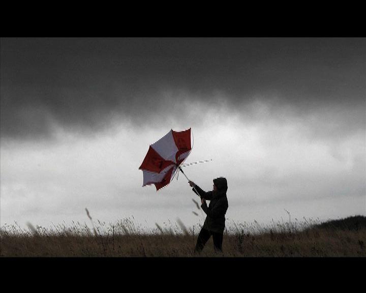 強烈風暴吹襲英國南部