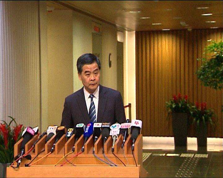 梁振英譴責示威者驅趕旅客