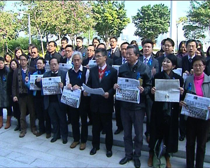 明報員工抗議新聞自由被收窄