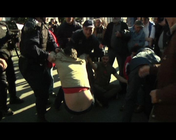 黑山反政府示威演變成警民衝突