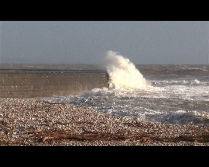 英國西岸遭遇強風吹襲