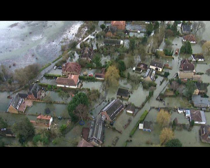 英國水災持續大量房屋被水圍困