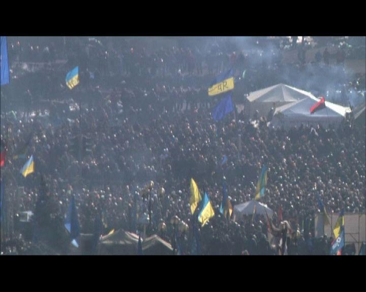 烏克蘭警方示威者互相駁火