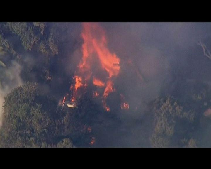 洛杉磯東北市郊山火居民需疏散