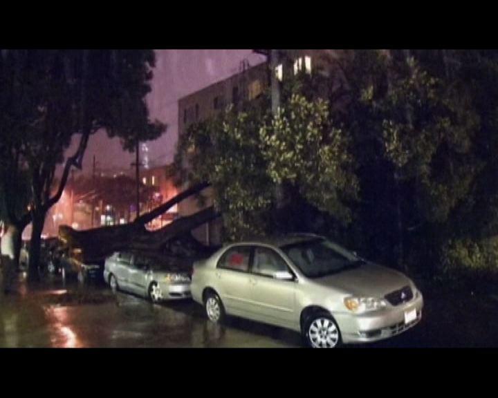 美國加州連場暴雨部分地區停電
