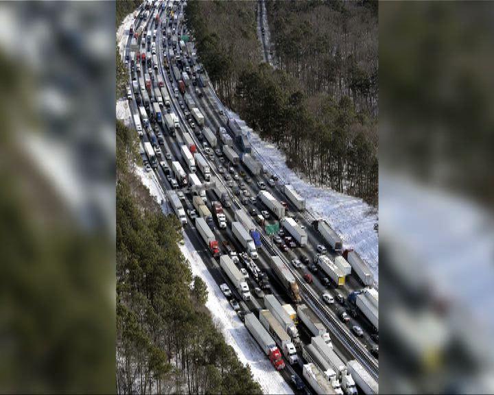 美國南部罕見暴風雪交通癱瘓