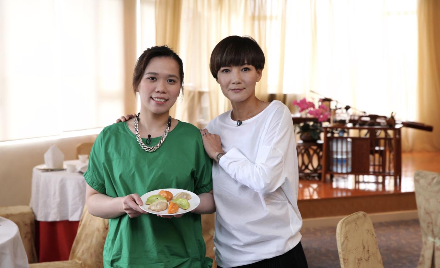 ViuTV99台節目《飯聚現場》盧巧音與粉絲攜手合作炮製驚喜