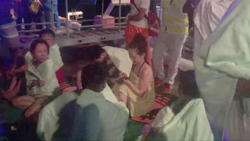 泰國布吉兩艘遊船翻沉一死多人失蹤