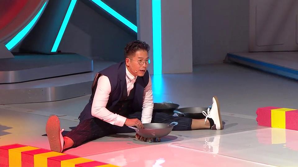 林曉峰做「一字馬」無難度 揚言輸遊戲自掏20萬元給參賽者