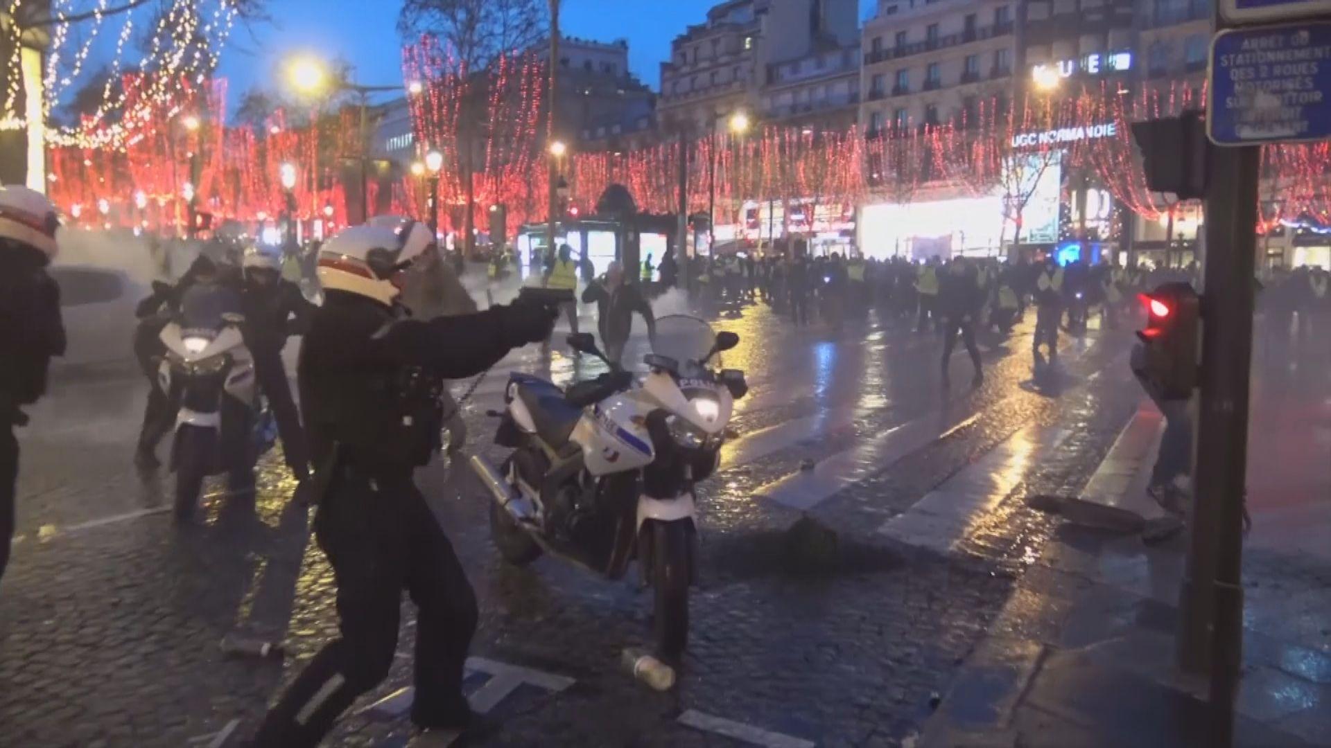法國黃背心示威持續有警員一度拔槍