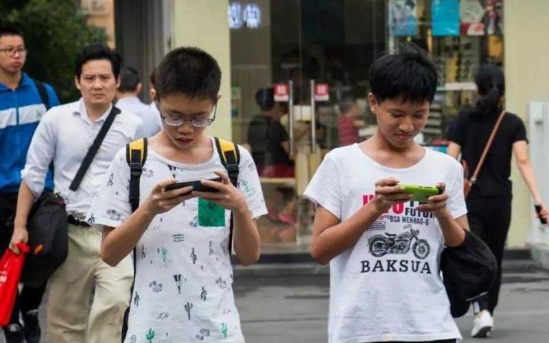 內地專家建議禁止16歲以下人士使用手機