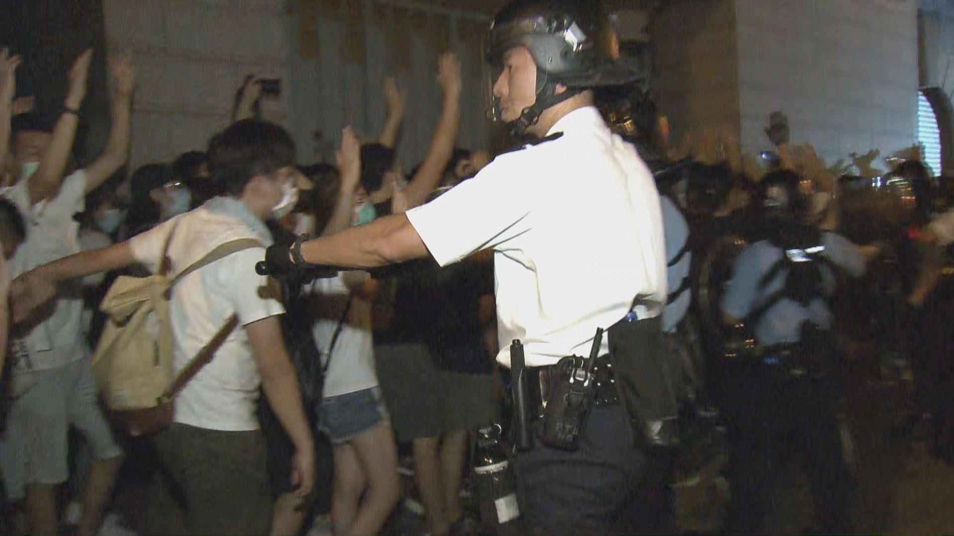 示威者霸佔灣仔及中環路面 多人被捕