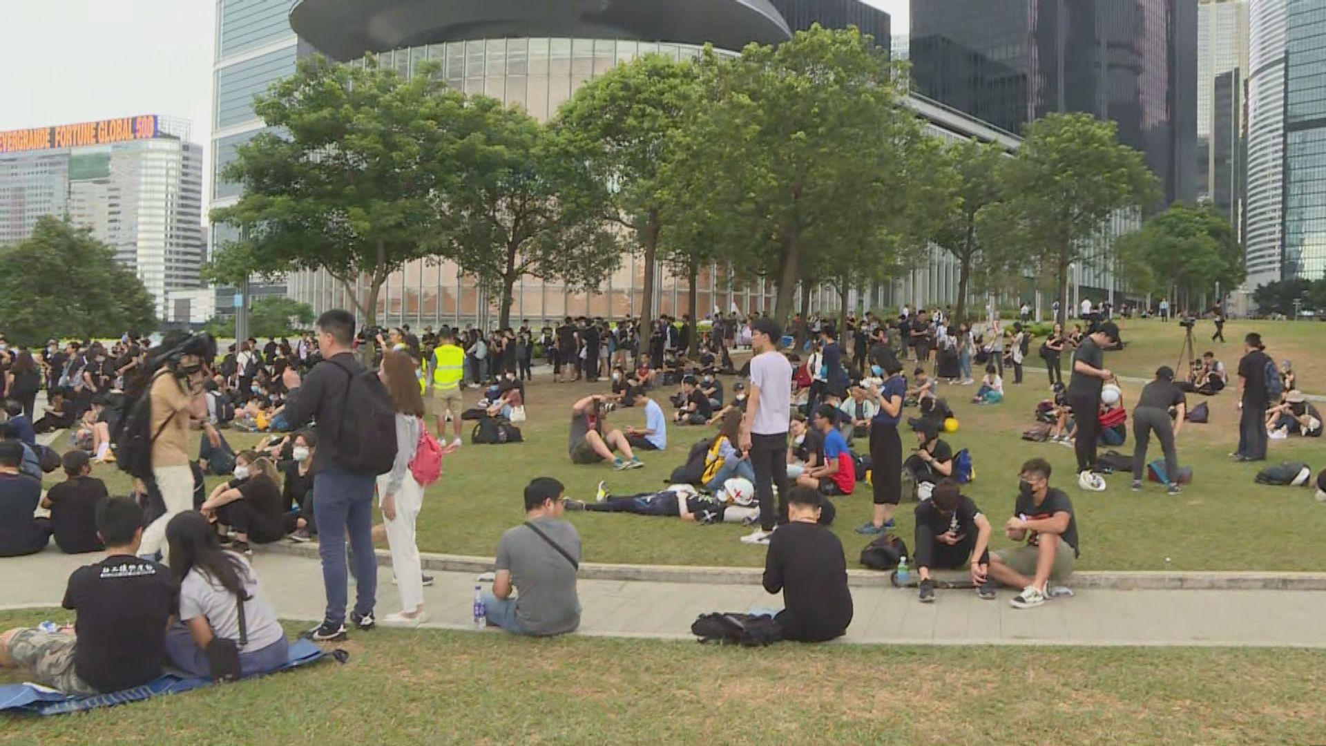 金鐘示威者轉移至添馬公園繼續靜坐