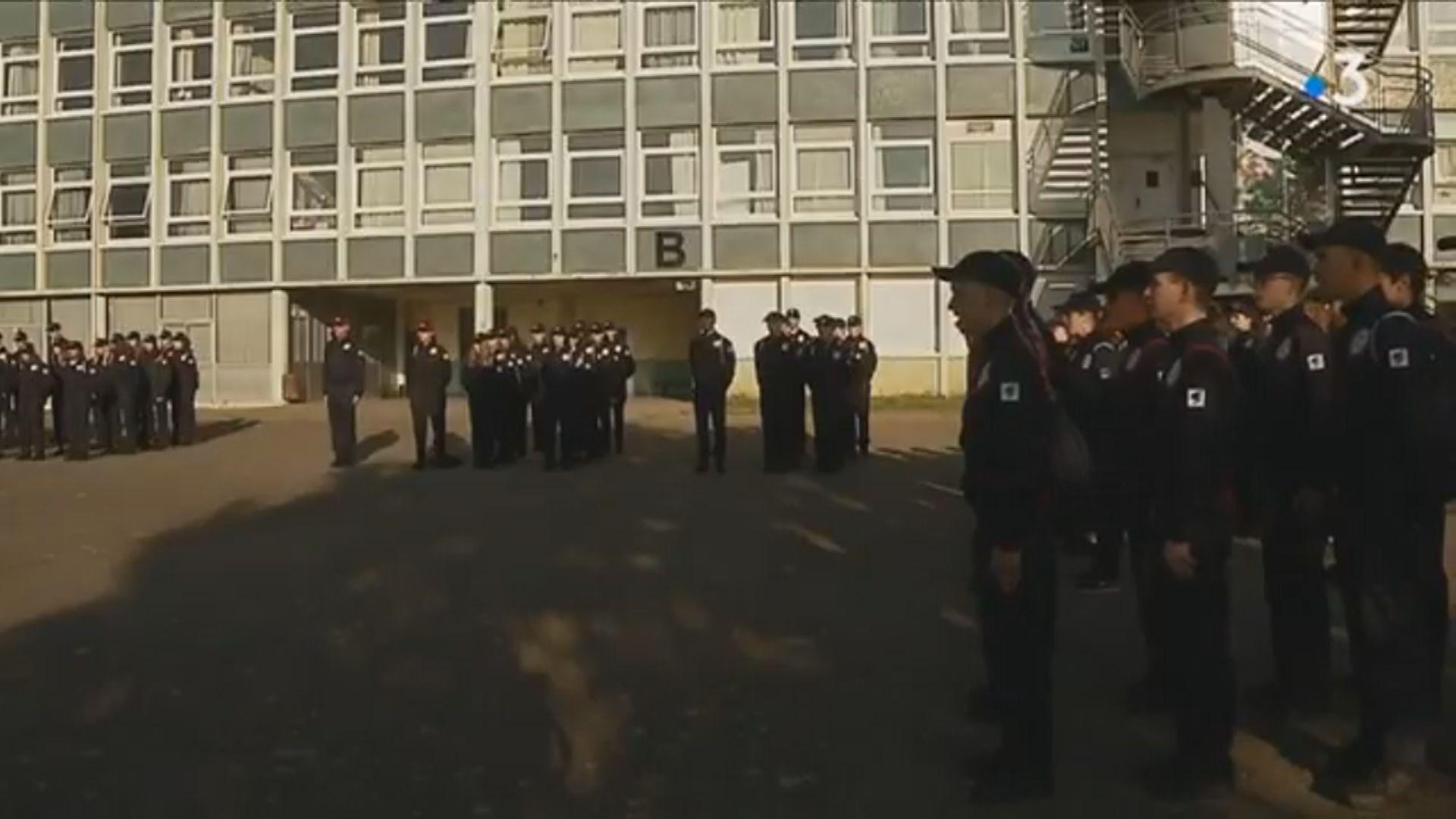 【即日焦點】兩醫院警崗齊關 警指臨時措施;法國將強制年輕國民參與唱國歌等國民服務挨批