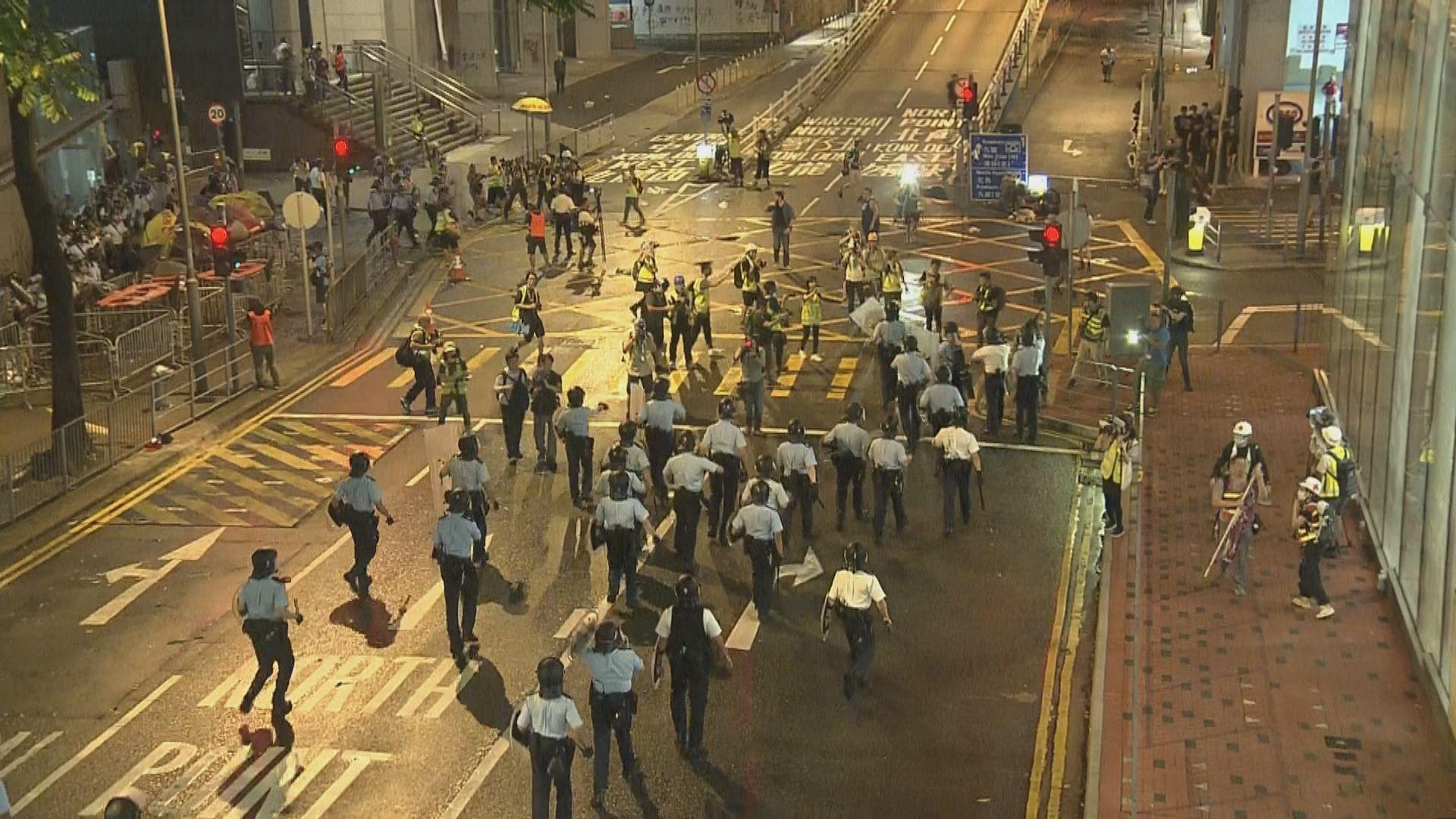 警方凌晨驅散警總外示威者