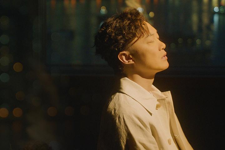陳奕迅為電影《銀河補習班》獻唱動人心弦