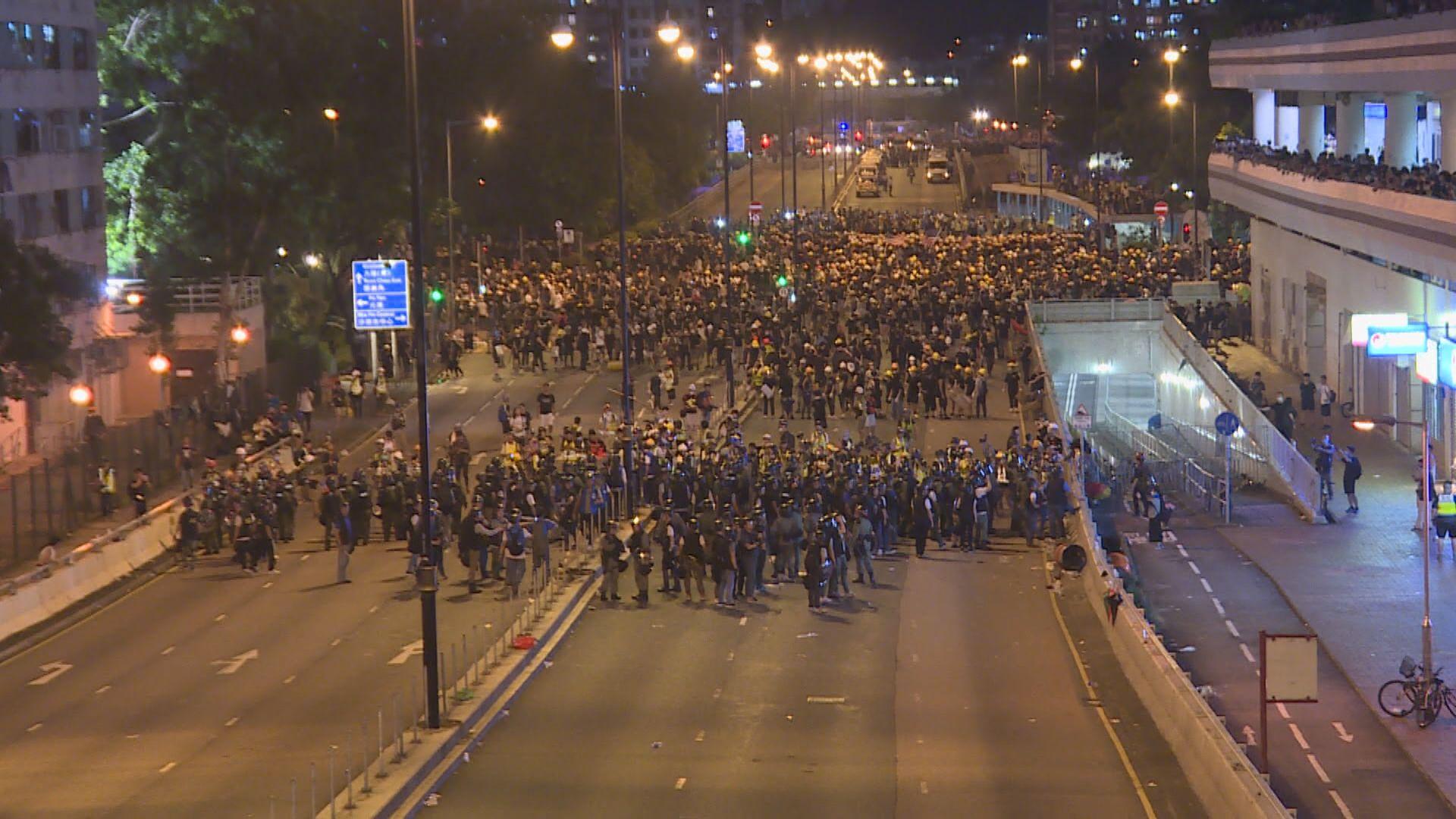沙田警民衝突 警方與示威者一度對峙數小時